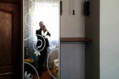 Шкаф-купе полувстроенный в спальню